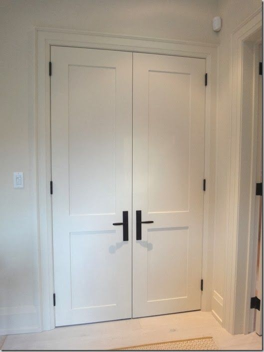 Black Hinge And Handle Shaker Door Pinteres
