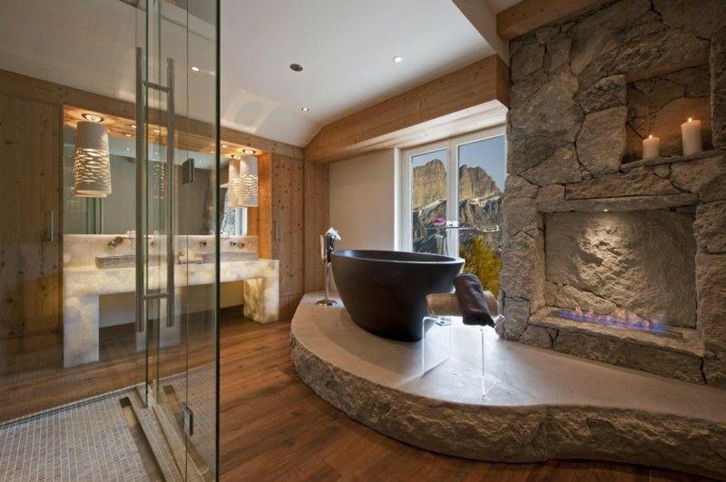 Ein Badezimmer Aus Naturmaterialien Wie Stein Und Holz Wirkt Gemütlich