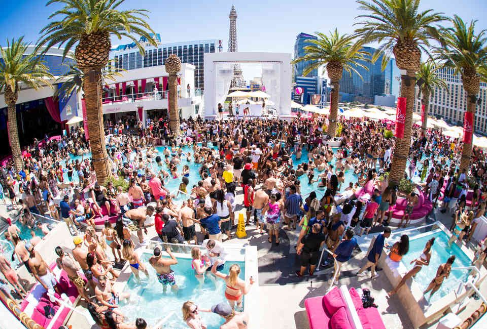 How Las Vegas Is Reinventing The Pool Party In 2020 Vegas Pool Party Las Vegas Pool Vegas Pools