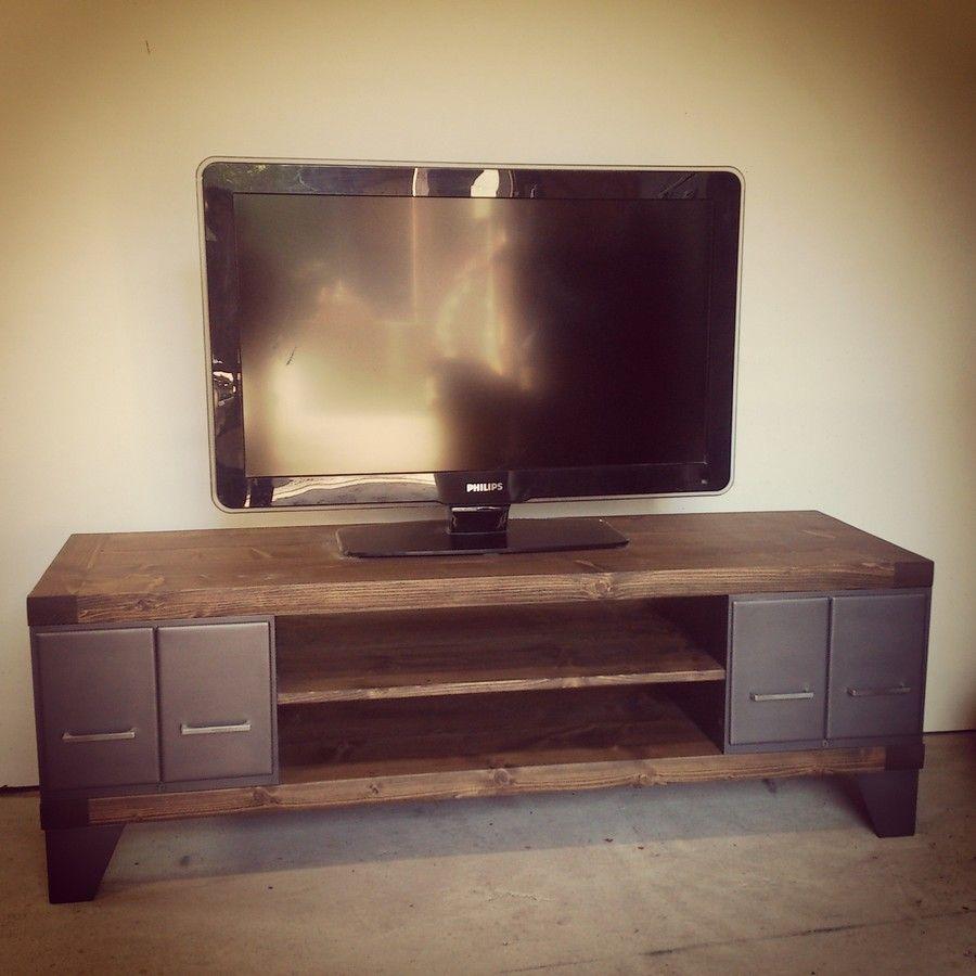 Meuble tv industriel en acier et plateaux en bois pais for Meuble de tele en bois