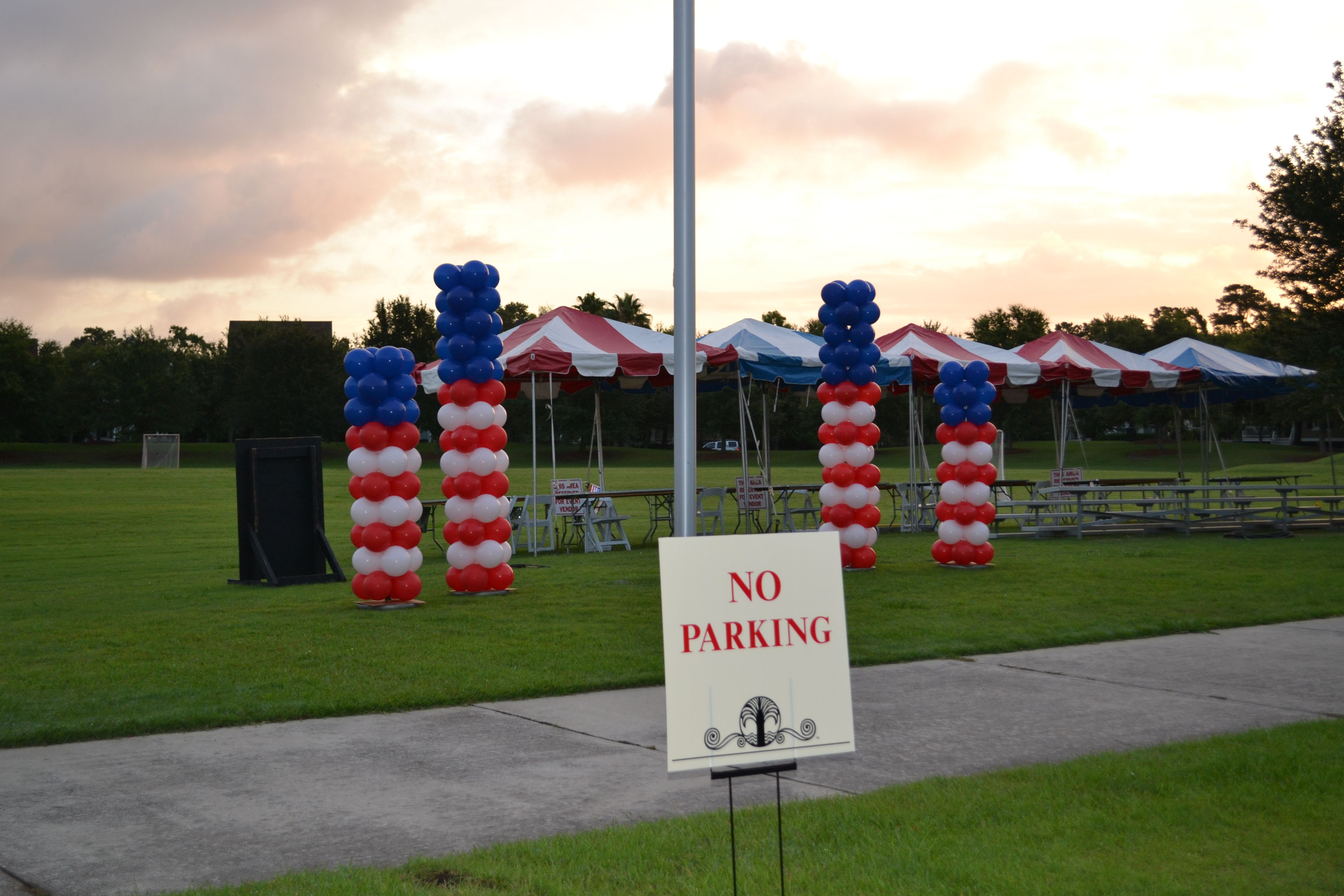 Patriotic Balloon Columns for July 4th Celebration at Daniel Island. www.CharlestonBalloonCompany.com