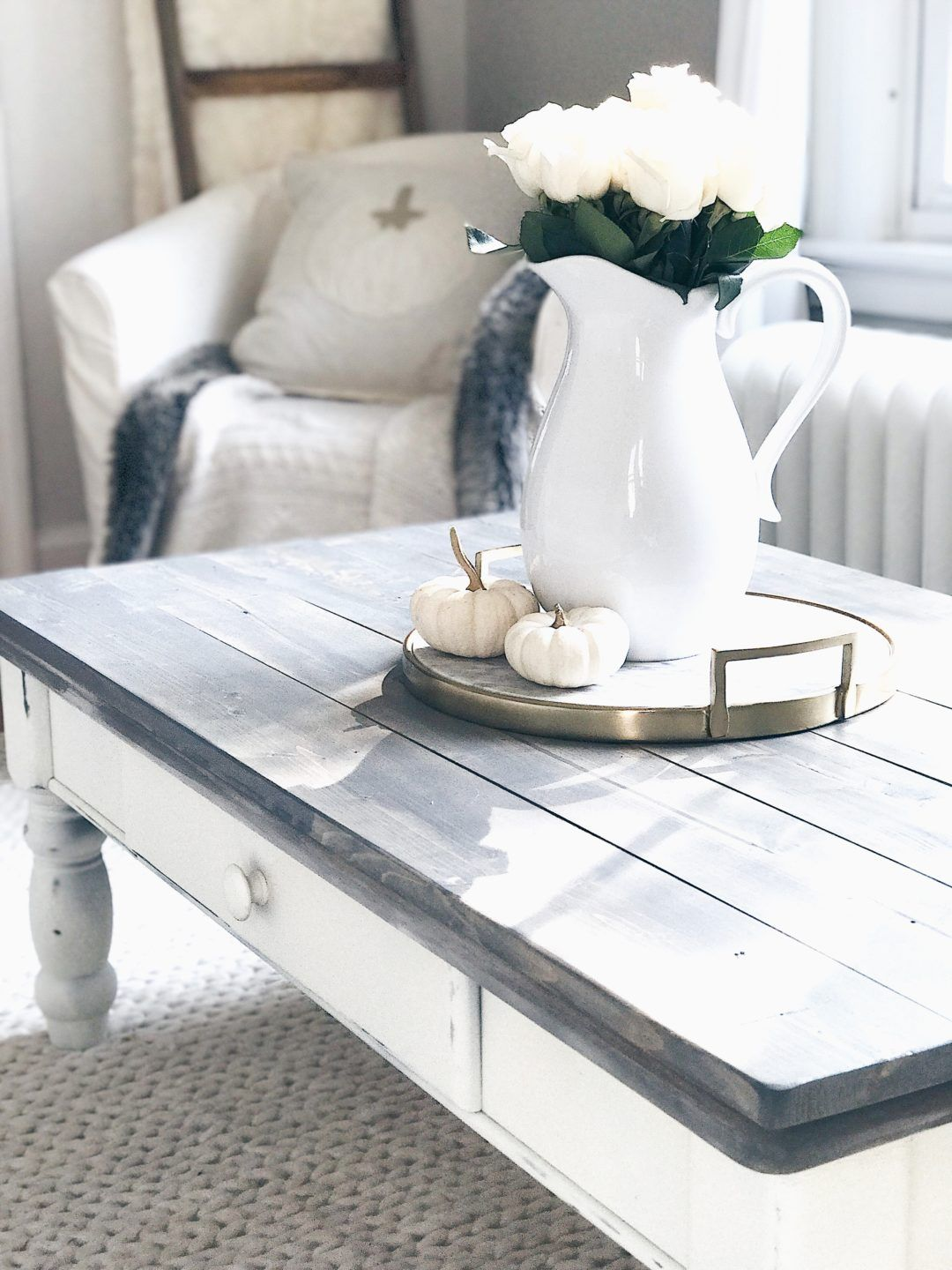 Farmhouse Coffee Table Makeover Rustic White And Gray Chalk Paint Table Makeover From Pintere Painted Coffee Tables Coffee Table White Coffee Table Farmhouse