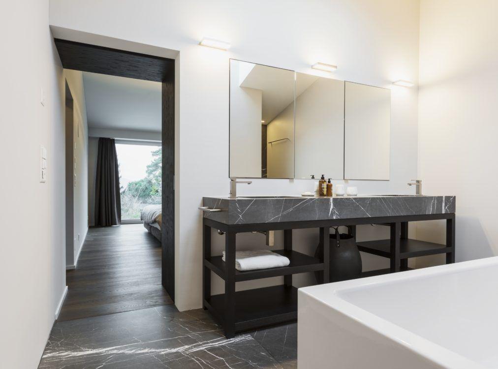 Naturstein Badezimmer ~ Neben dem grossen naturstein bad ist eine weitere nasszelle für