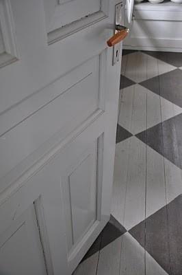 Painted Floor Grey And White Diamonds Painted Wood Floors House Flooring Flooring