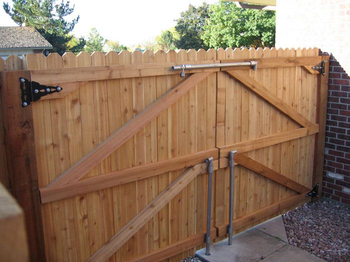 Wood and metal decor google search landscaping for How to build a short fence