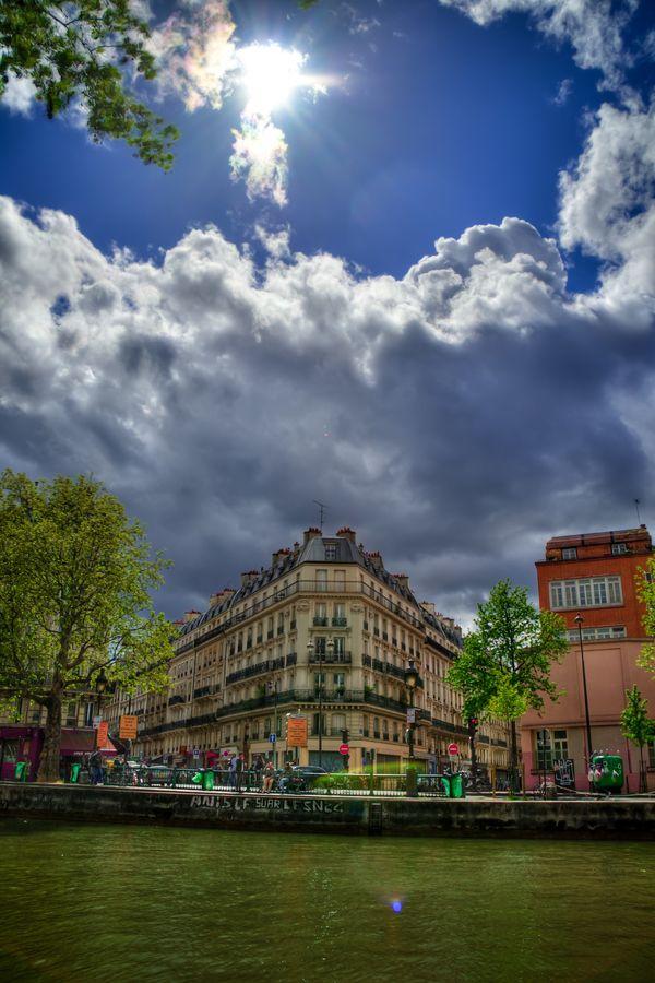 The quaint Canal Saint Martin in Paris! 어떻게 이런 컬러가 나오는거지?