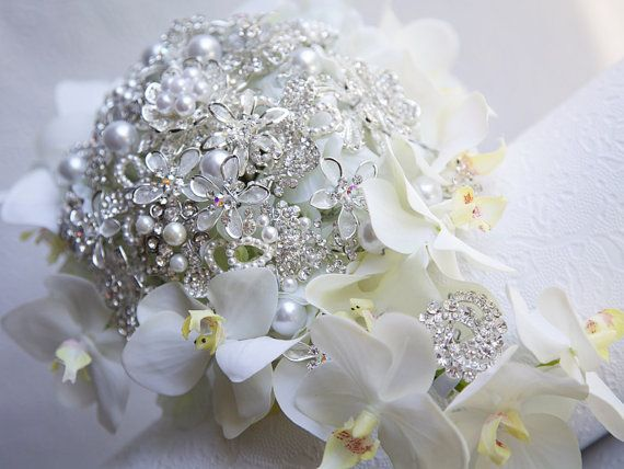 Brooch bouquet. Deposit on a Cascade Orchid Brooch Bouquet. Jeweled bouquet.White and Silver wedding brooch bouquet. Made to order. on Etsy, 44,34€