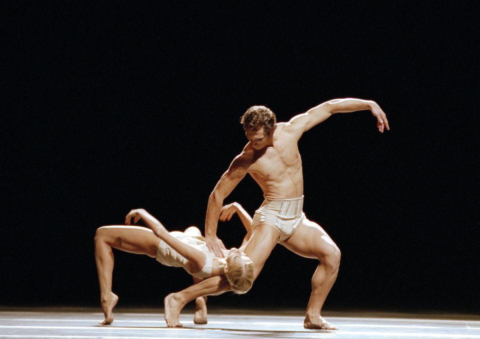 танцы голые артисты сексуальный опыт