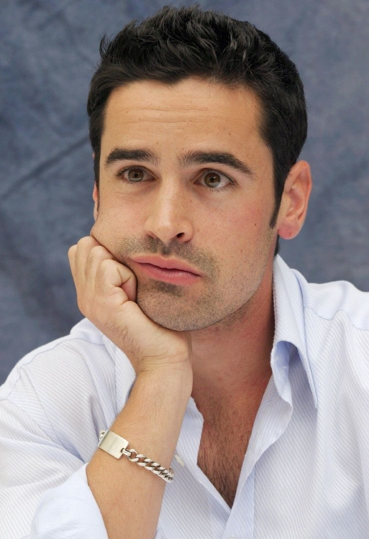 Jesse Bradford Cliff Pantone From Bring It On He Also Played Zak Gibbs In Clockstoppers And Rene Gagnon In Flags O Beautiful Men Faces Beautiful Men Bradford