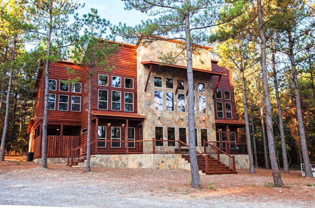 Still Waters Cabin In Beavers Bend Broken Bow Oklahoma Only 3 Hours North Of Dallas Texas To Reserve Click Here Luxury Cabin Rental Broken Bow Cabins Cabin