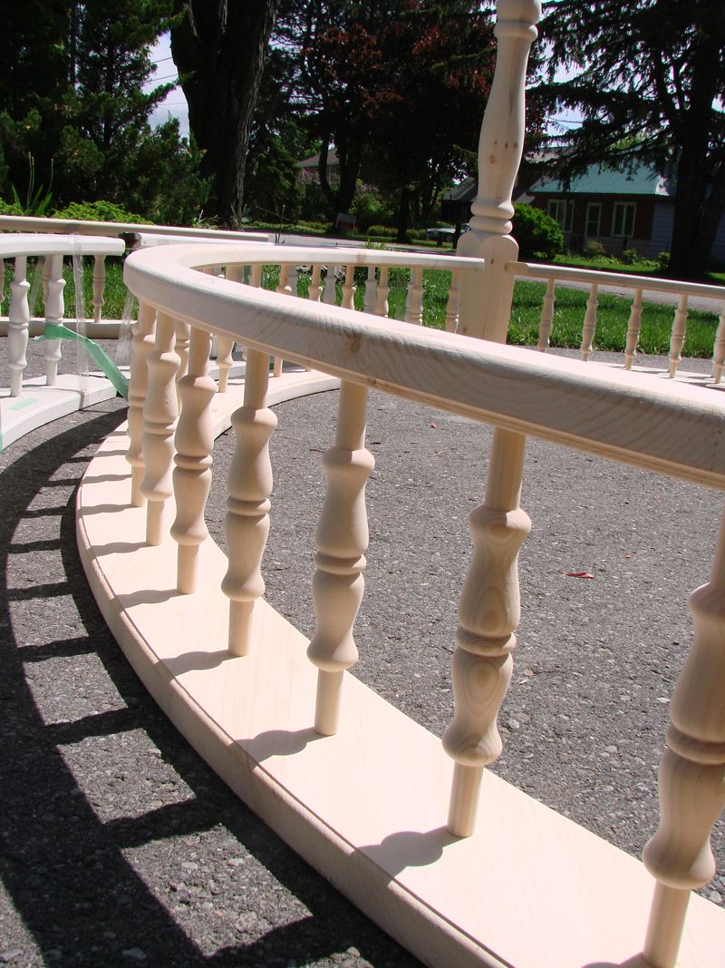Best Wood Spandrels On A Curved Railing Douchedeur 400 x 300