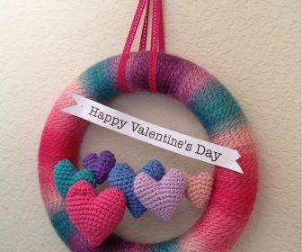 Free Pattern Friday! Valentine's Day Yarn Wreath ...