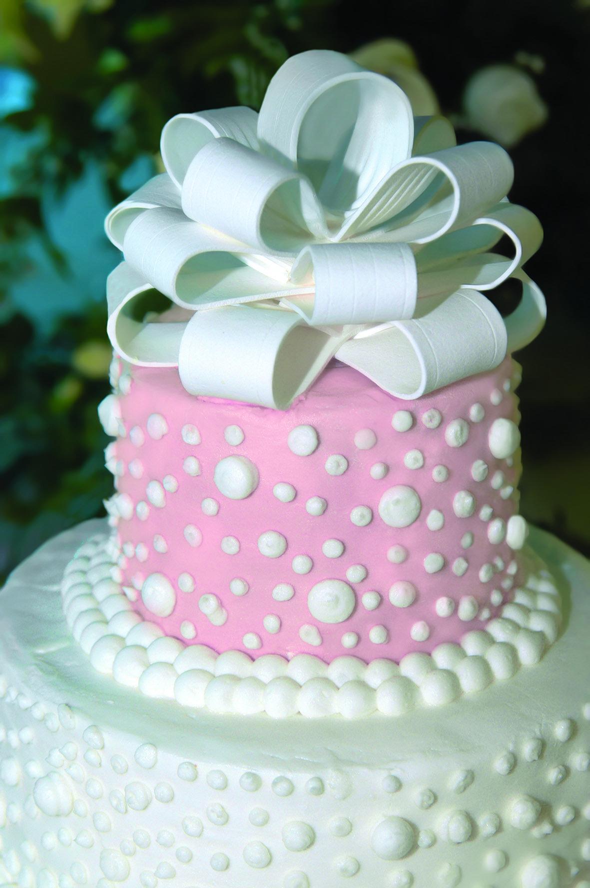 Hochzeitstorte Perlen Und Schleife Tortendekorieren