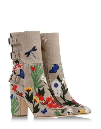 I have so much love for these boots. They are everything that is perfect! 48e298d0d772