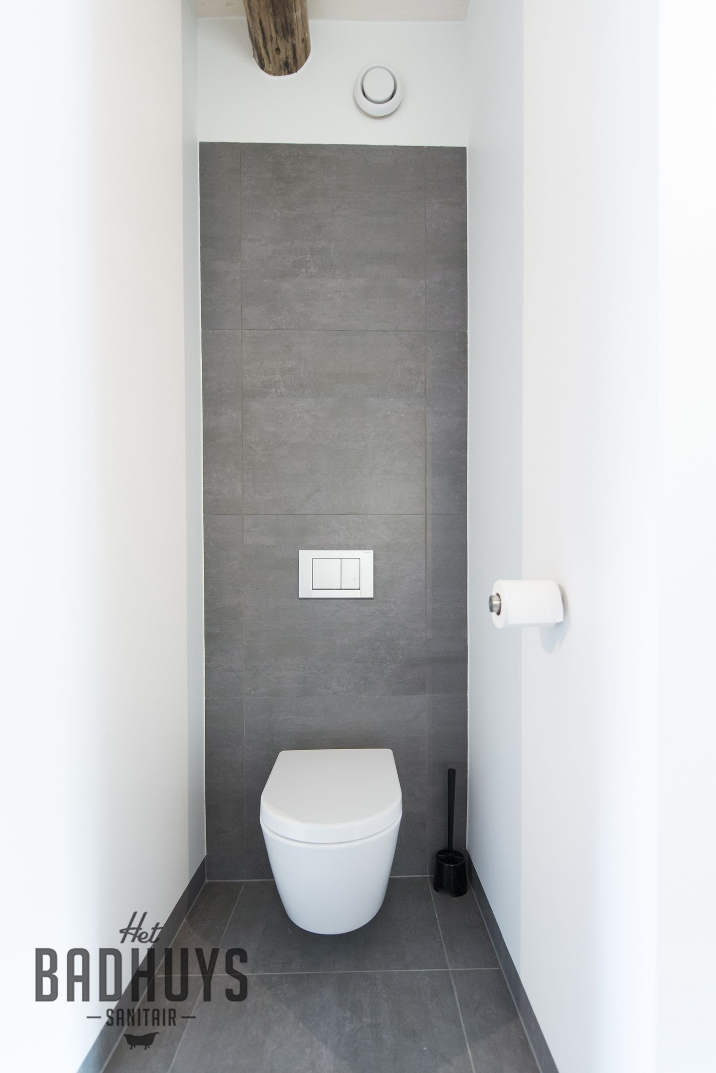 Modern toilet in grijs en wit   Het Badhuys Breda   Districon ...