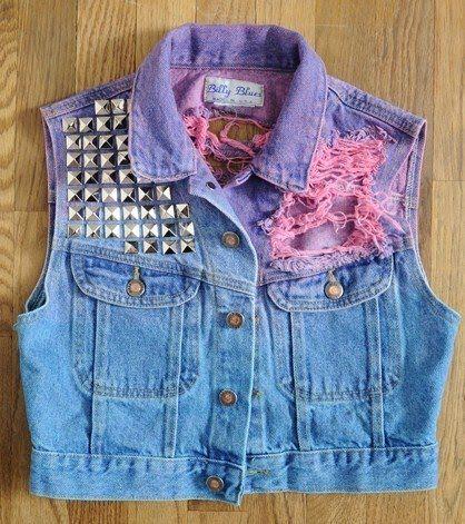 Colete customizado (tingimento roxo + rosa + tachinhas)