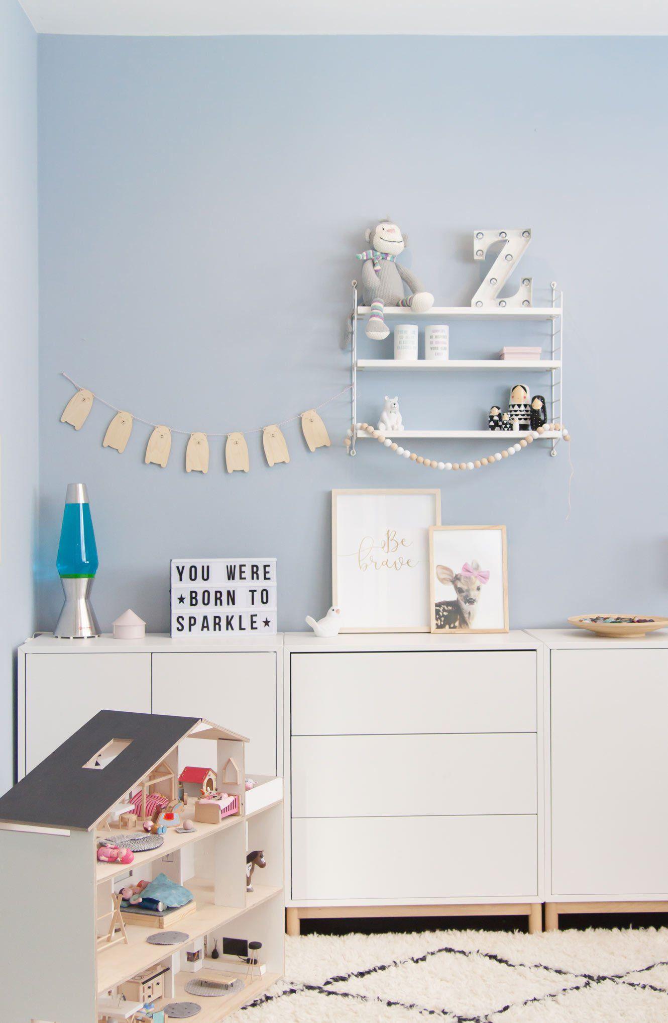 Kinderzimmer Für Mädchen In Hellblau Soul Follows Design Kinder Zimmer Kinderzimmer Für Mädchen Wandfarbe Kinderzimmer
