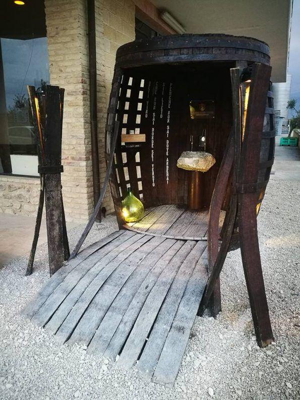 La prima fontana con vino made in Italy a Villa Caldari in Abruzzo. Nel cammino di San Tommaso, da Ortona a Roma, puoi trovare la fontana del vino.