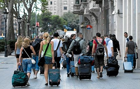 Don't want to drag your suitcases around #Barcelona? We can help: http://www.oh-barcelona.com/en/blog/2013/tourist-guide/barcelona-lockers-28219?sm_source=facebook_medium=socialmedia_campaign=info #GowithOh