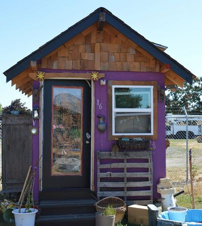 Tiny Houses For The Homeless Thrive In Eugene Would This Work In Portland Other Cities Photos And Video Homeless Housing Homeless Shelter Ideas Tiny House