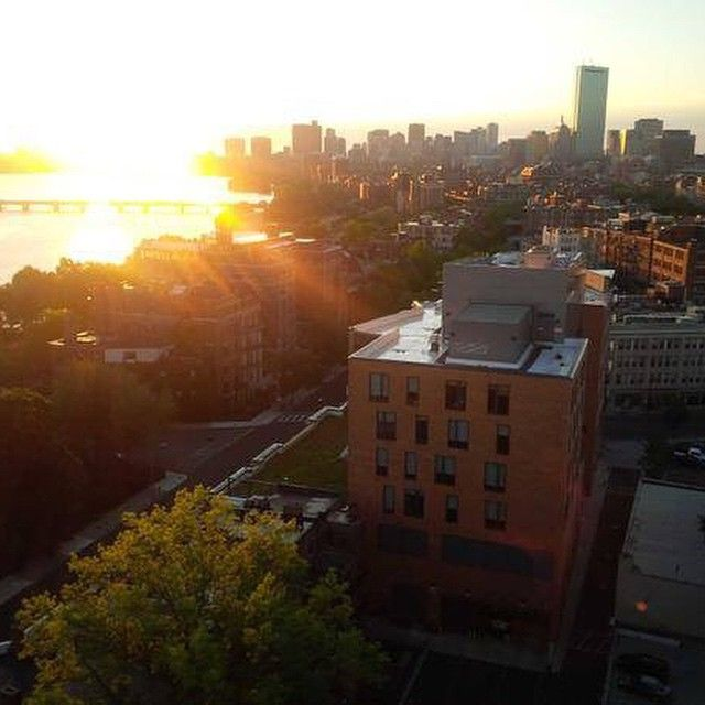 It's a BU-tiful day to start welcoming #BU2019 to campus! Happy Orientation #NewTerriers! Photo by Assistant Dean of Students Daryl DeLuca.
