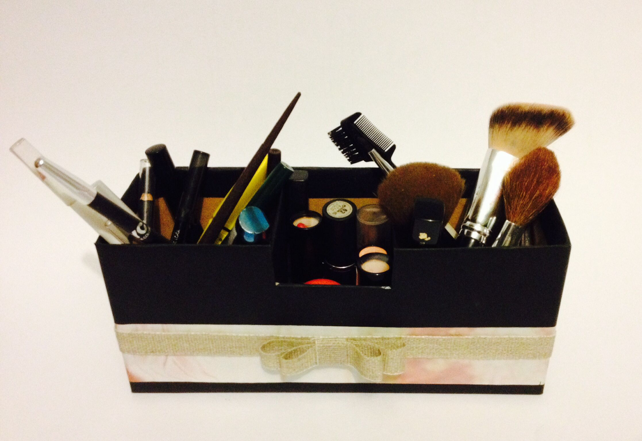D.i.Y : boite à maquillage faite maison en 2h. ;) | Maquillage fait maison, Boîte à maquillage ...