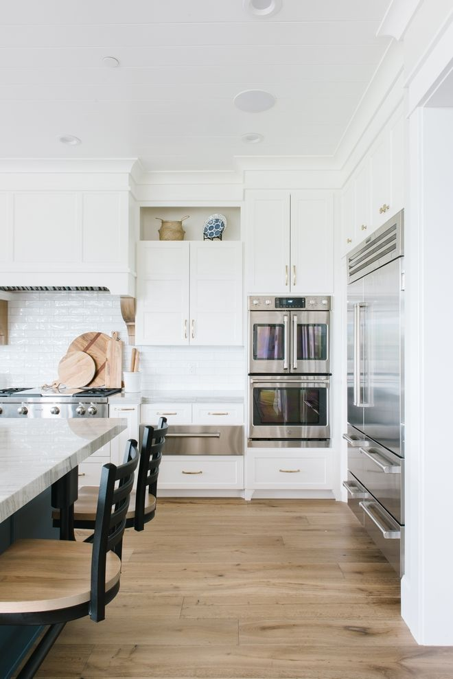 Best White Kitchen In Chantilly Lace Oc 65 Brushed Brass 400 x 300