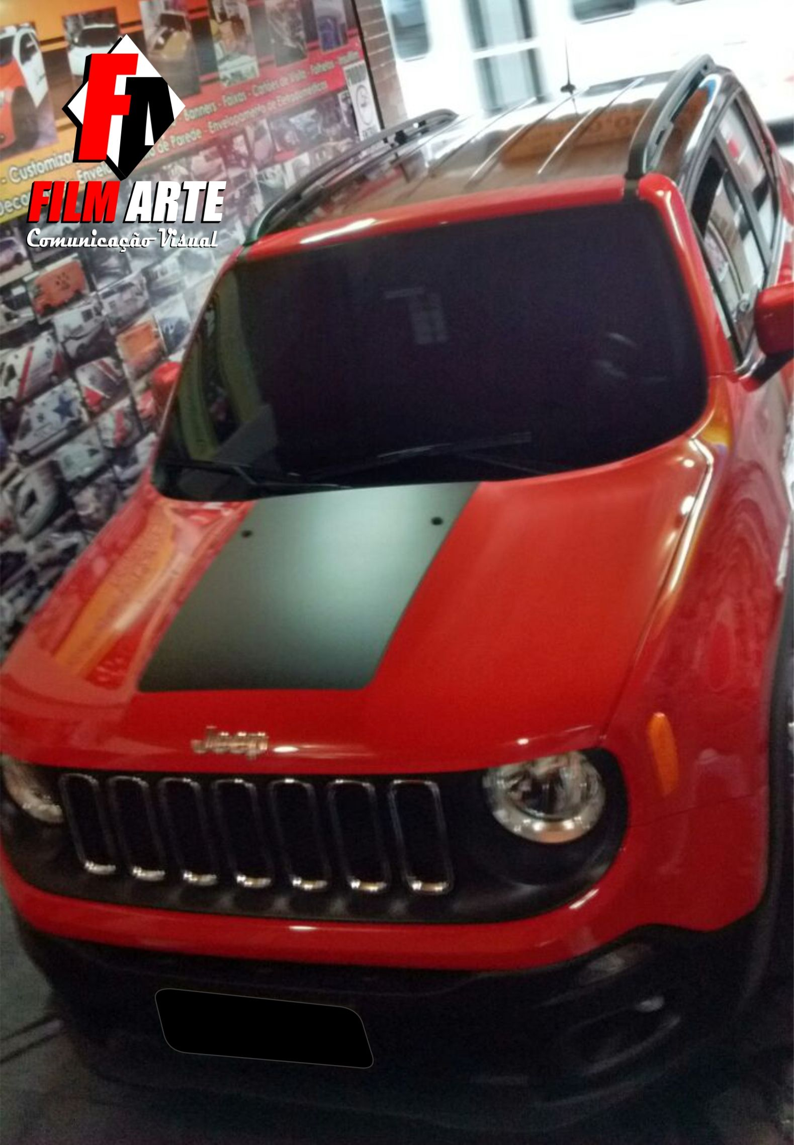 Jeep Renega Com Teto E Colunas Envelopados No Adesivo Black Piano