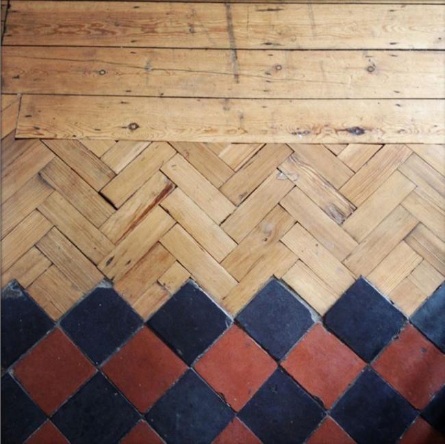 creativos suelos que combinan la madera con la baldosa formando unos y originales estampados