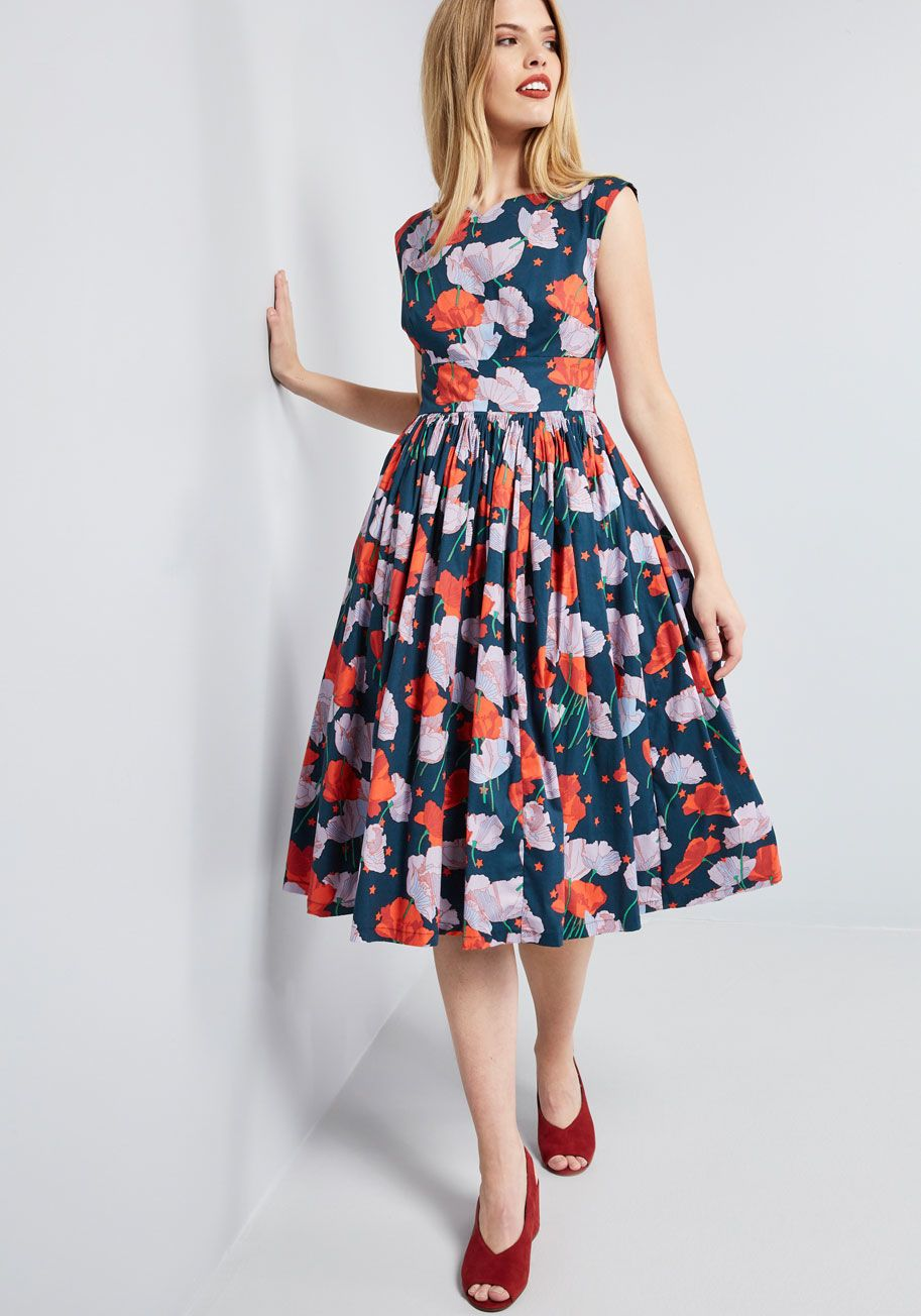 Fabulous fit and flare dress with pockets in coral floral
