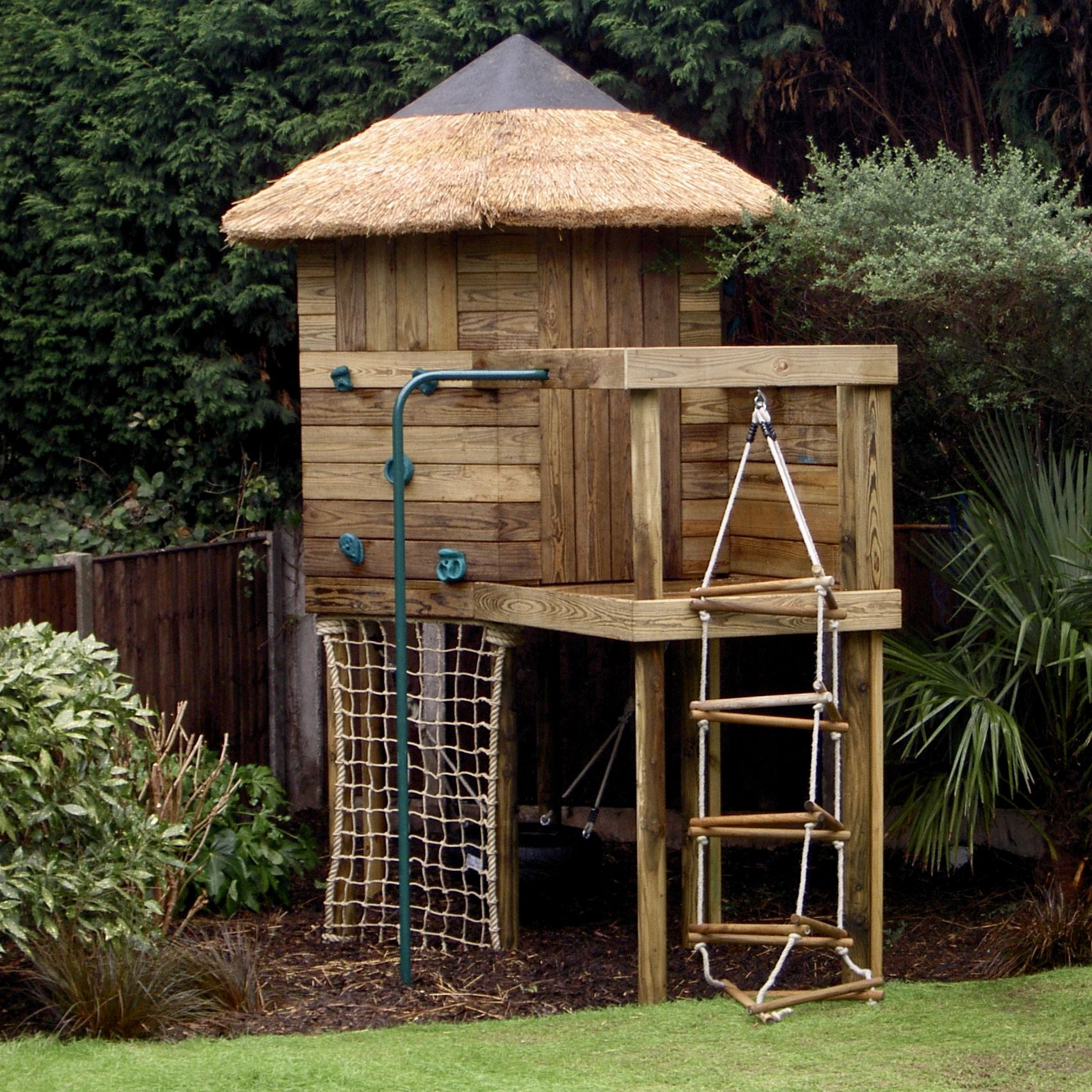How Much Fun Could You Have With A Small Garden Treehouse Playset Backyard House Backyard Decor Small Backyard Small treehouse for backyard