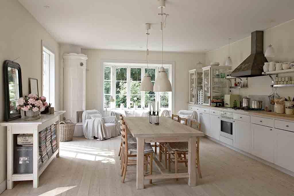 Einrichtungsideen küche landhaus  Weiße Küche im skandinavischen Landhausstil. | Charmanter ...