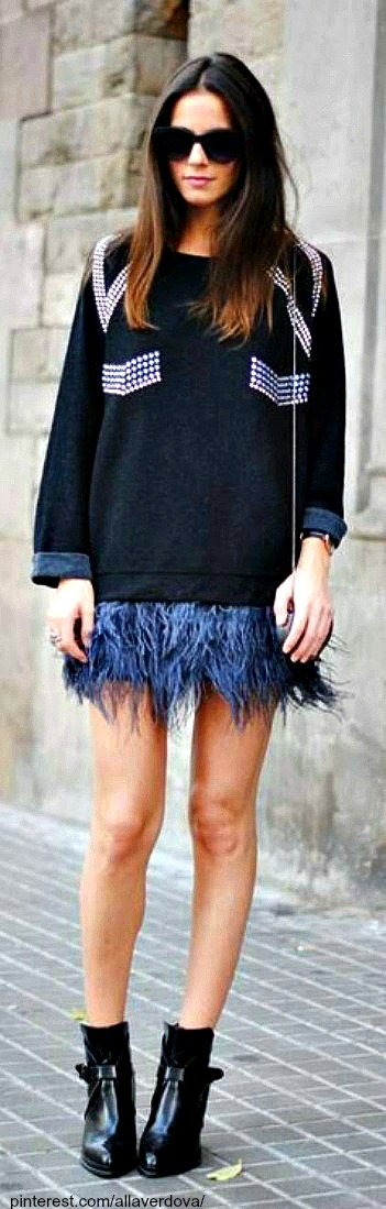 Street style - Wear feathers with sweaters