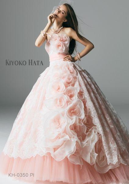 大人可愛いベビーピンク。ピンクのプリンセスの花嫁衣装・ウェディングドレス・カラー · 代替結婚式