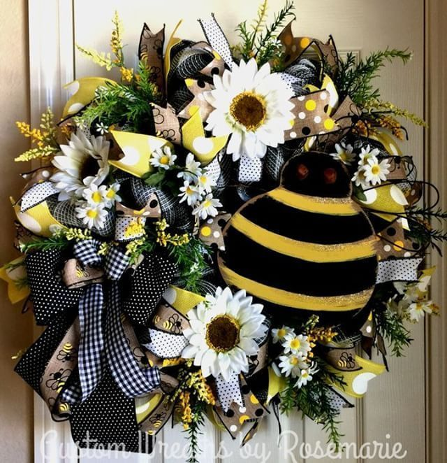 Home Interior Styles Sharing a wreath by Custom Wreaths by Rosemarie #trendytree #homedecor #bee.Home Interior Styles  Sharing a wreath by Custom Wreaths by Rosemarie #trendytree #homedecor #bee