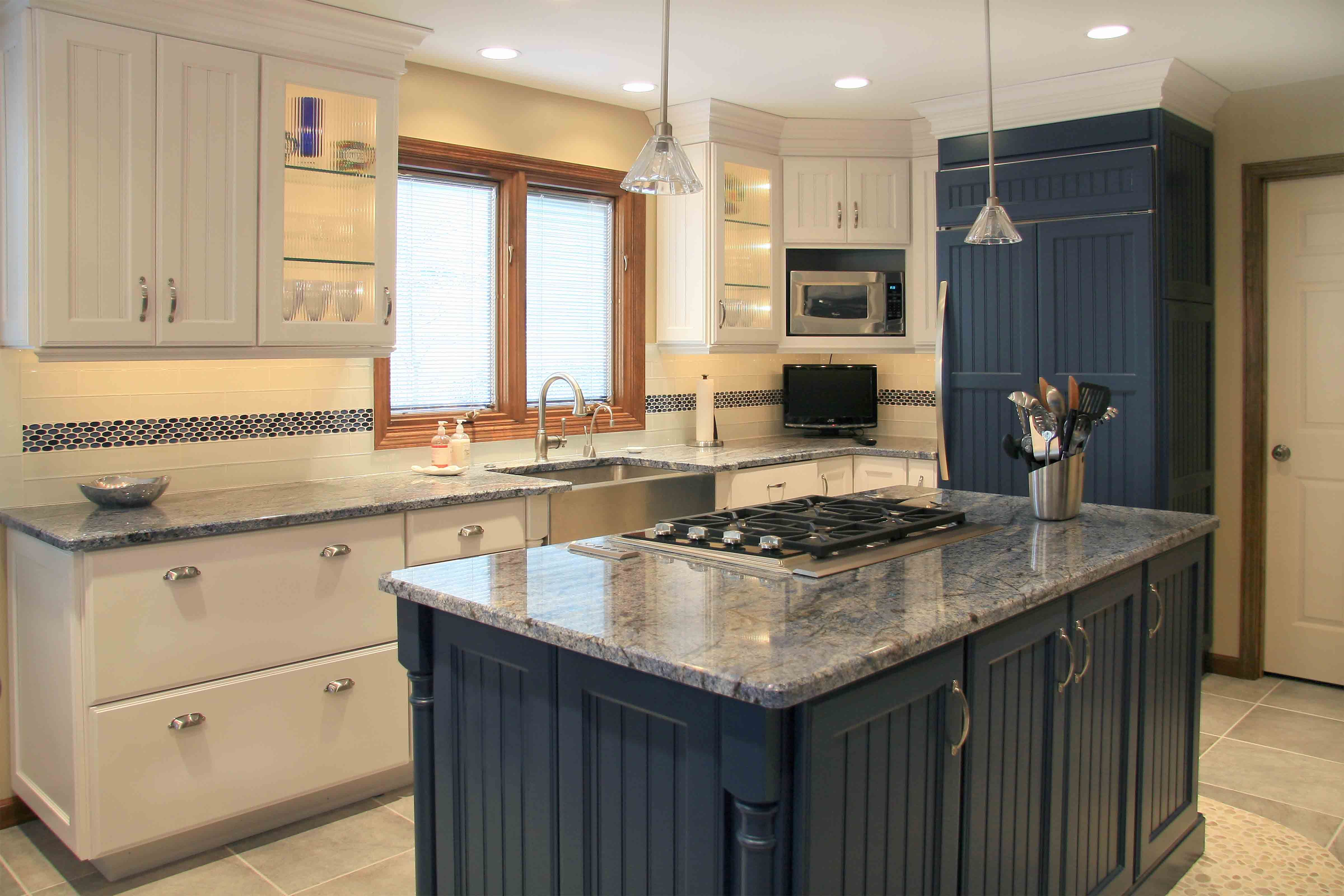Feeling Blue We Love This Kitchen Color Scheme Repin This Blue Island In The Yawitz Kitchen Kitchen Inspiration Design Kitchen Design Kitchen Colour Schemes