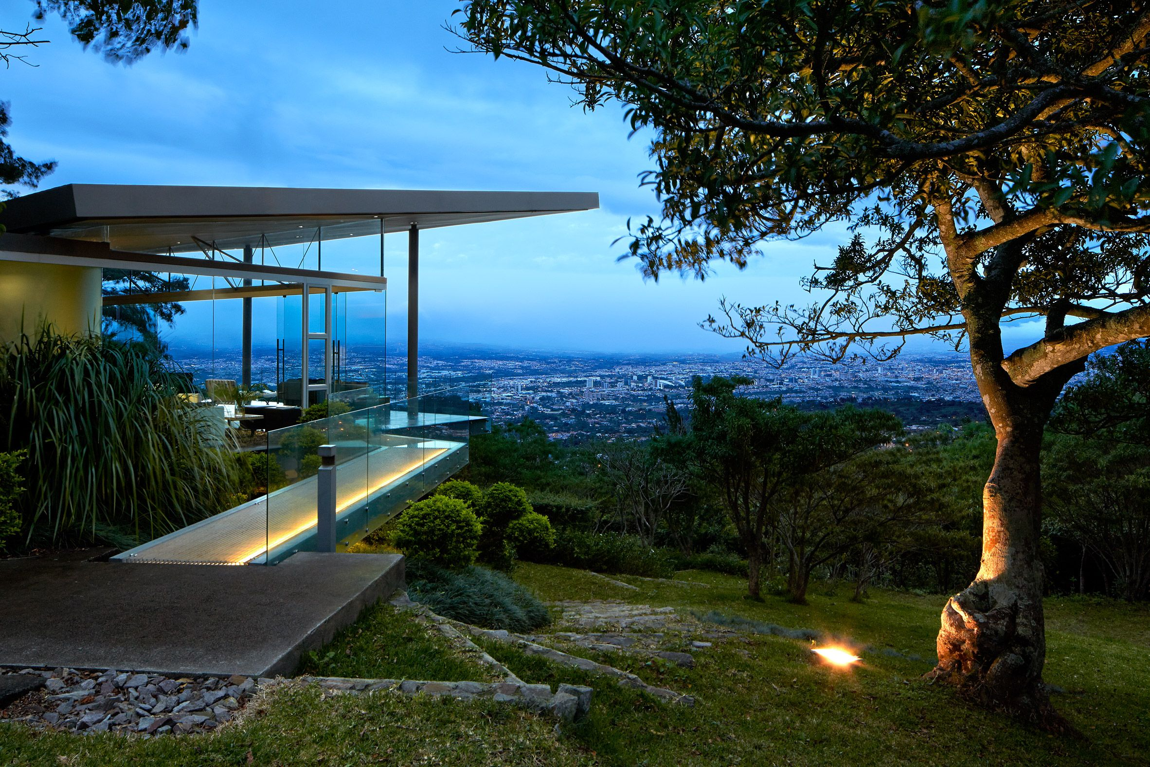 Estancia Y Ficus By Canas Arquitectos With Images Houses In