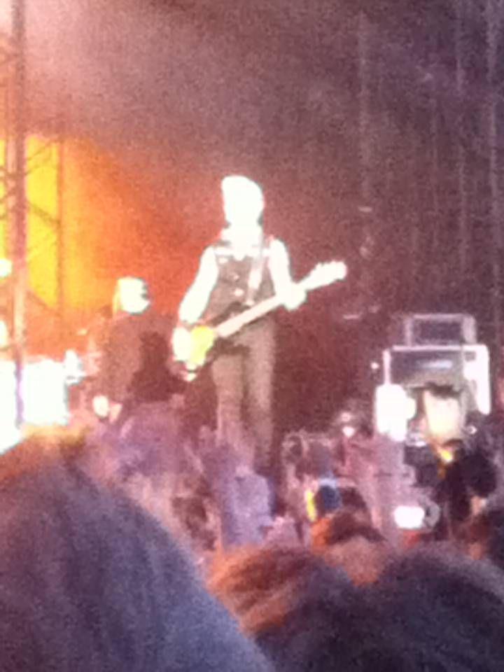 PHOTO & COMMENT BY 21st century breakdown _ This guy. Mike Dirnt. He looked at me in the eyes. I just can't belive it.
