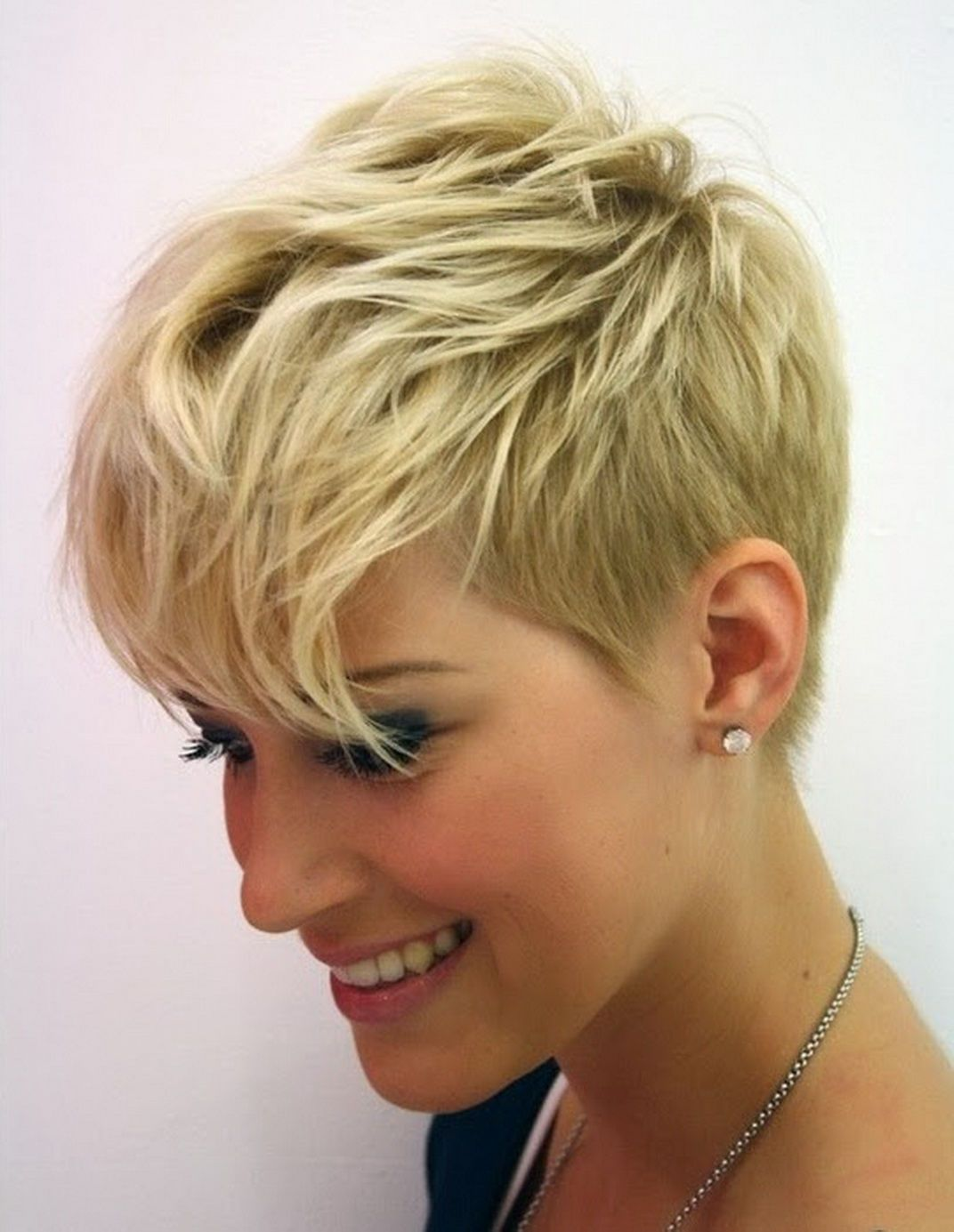 25 Short Hairstyles For Heart Shaped Faces Short Thin Hair Very
