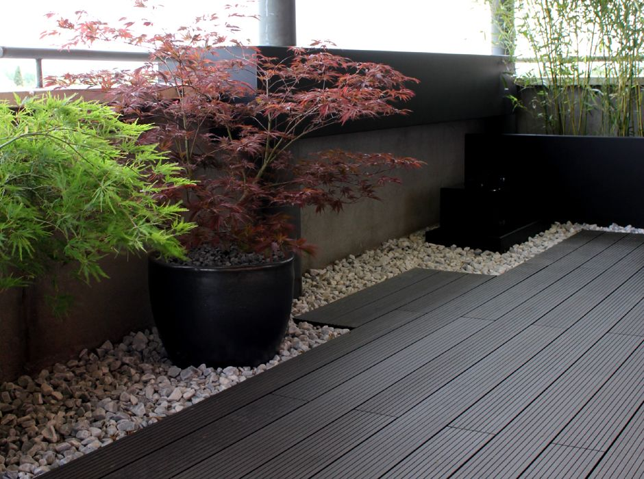 Madera tipo composite en color gris para exterior en - Jardines en aticos ...
