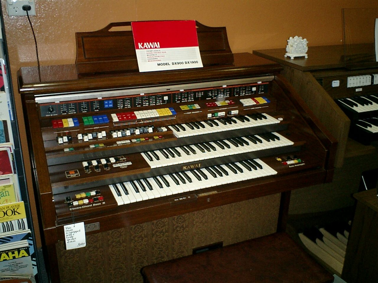 KAWAI DX900 Organ This electronic spinet organ in excellent condition,with  3 keyboards and 13