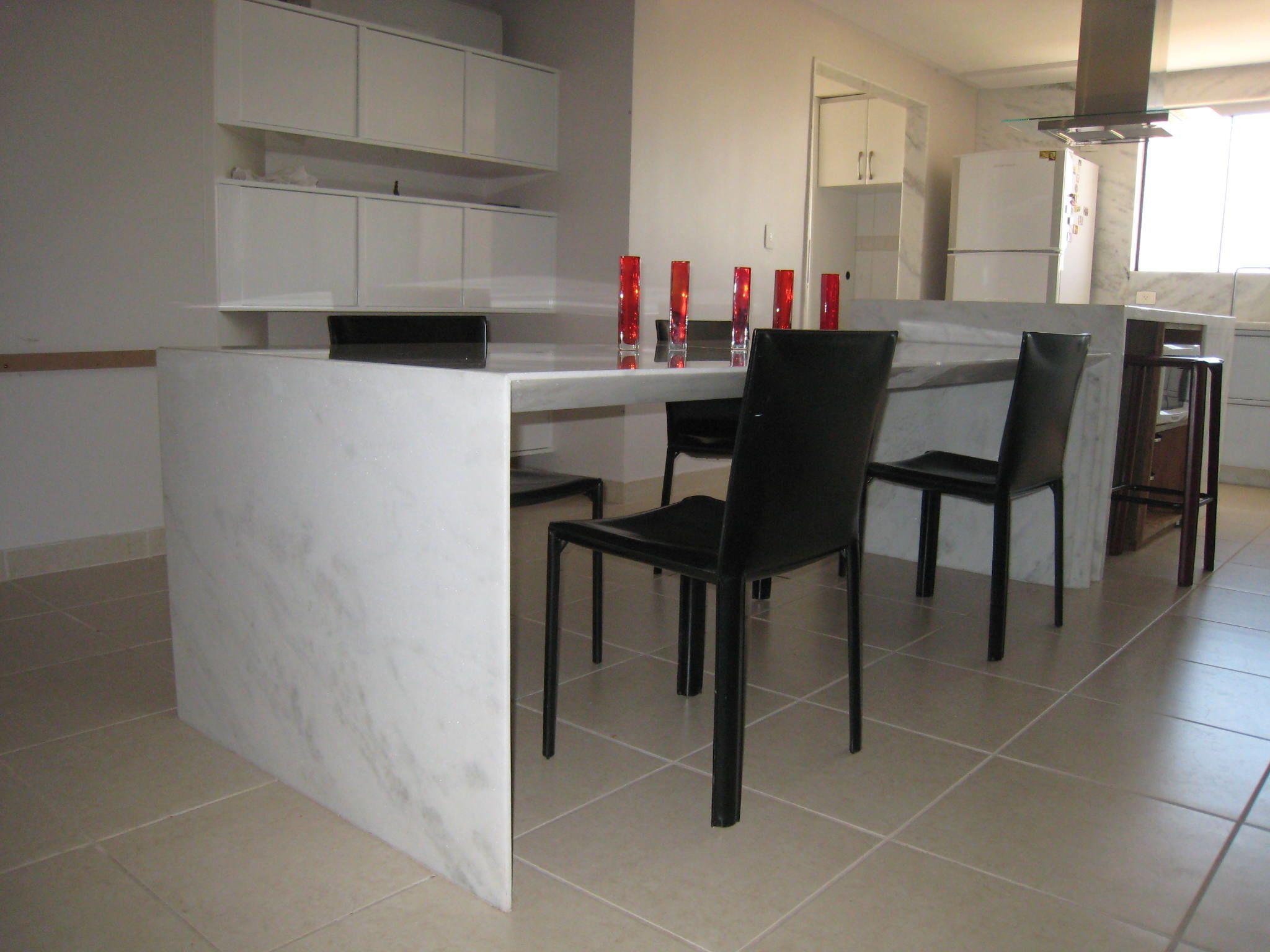 Mármore Branco Moura - projeto arquiteto Leo Romano - execução Gruta Mármores e Granitos
