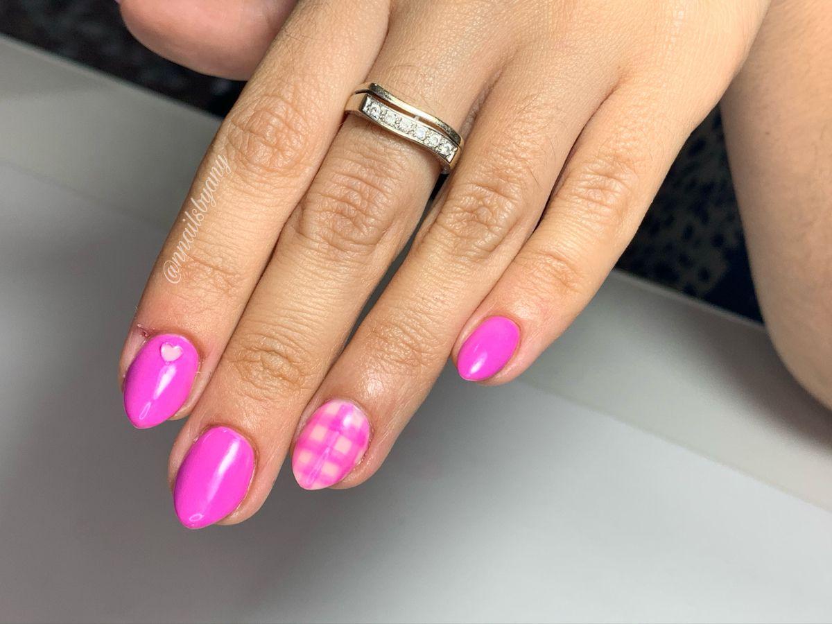 #pinknail #stilettonails #ovalnails #gelnails #nailsdesign #vichynails