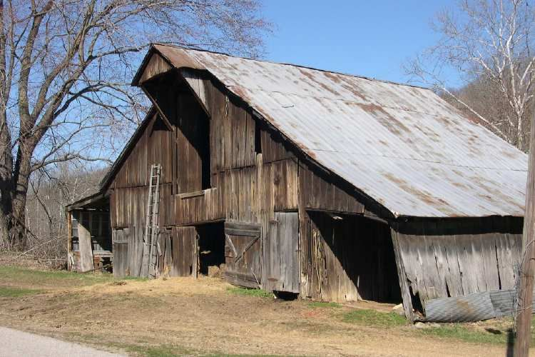Old Barn Photo By Mark Wilson On Brumments Creek Road In Monroe Co In Http Www Ohiobarns Com Otherbarns Photo Old Barns Farm Barn Country Barns