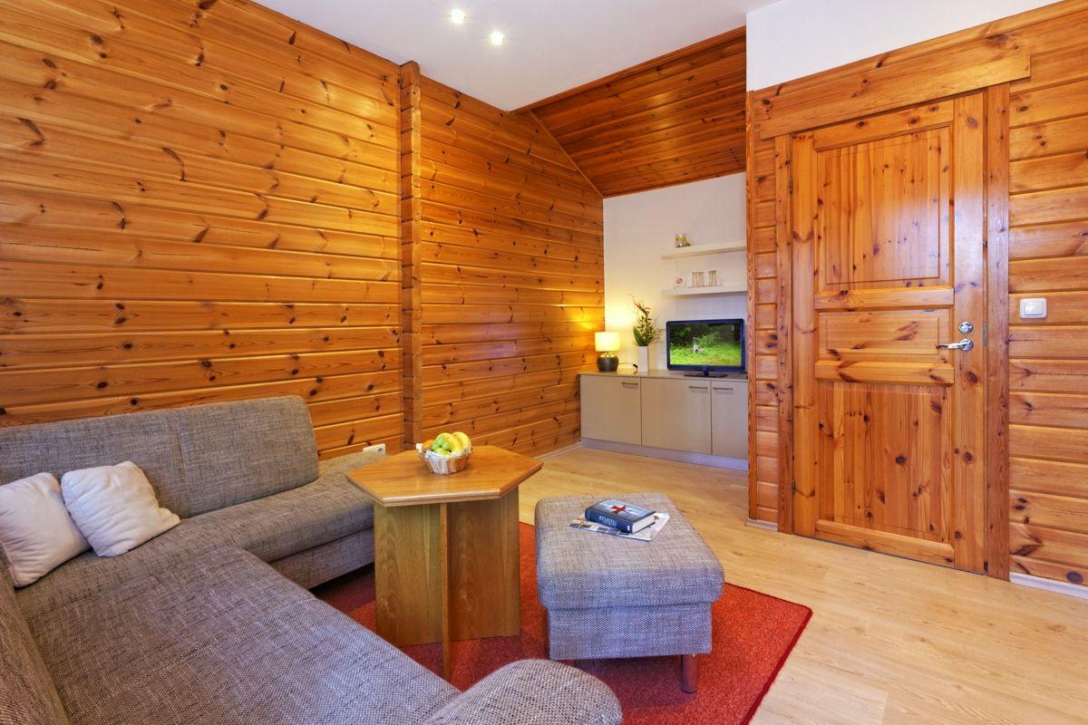 Finnisches blockhaus 40 m² 2 schlafzimmer keine küche vorhanden im wald hinter dem