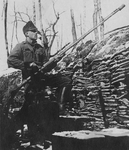 Austrian Model 1915 Portable Flamethrower Used Defensively Kleine 22l M. 15 Flammenwerfer as a static weapon. In this role, one man could operate it. A very long lance was fitted for defensive use in a trench. For an an offensive role, a much shorter lance was attached to two lengths of hose, and a two-man squad consisting of flame shooter (Flammenshütze) and carrier (Träger) was employed.