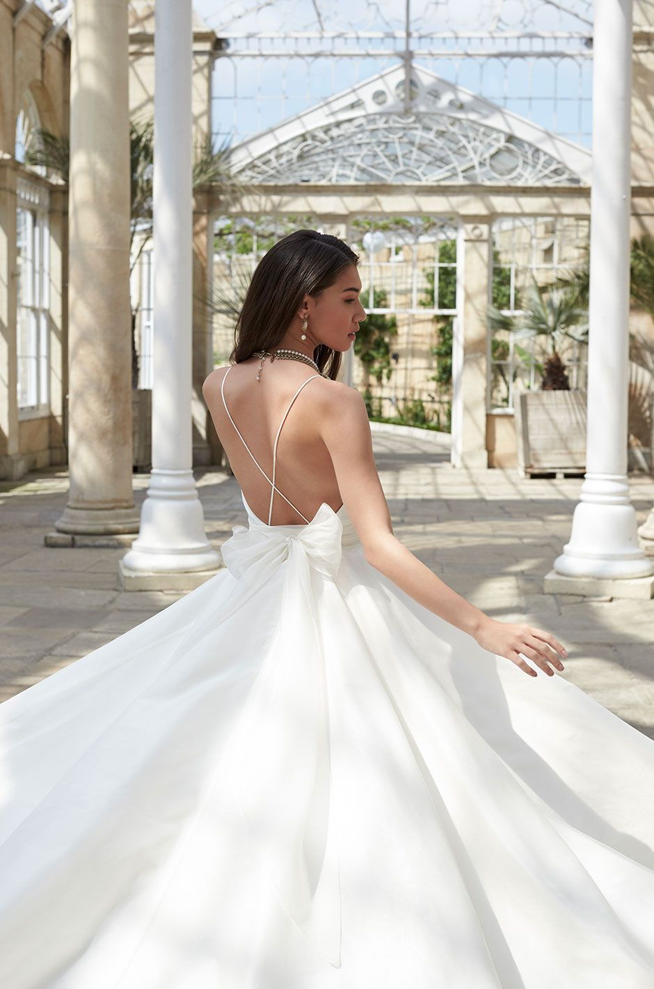 Browse Wedding Dresses By Style Silhouette And Designers On Bridalpulse Search Through A Variety Of Images Using Our Dress Gallery
