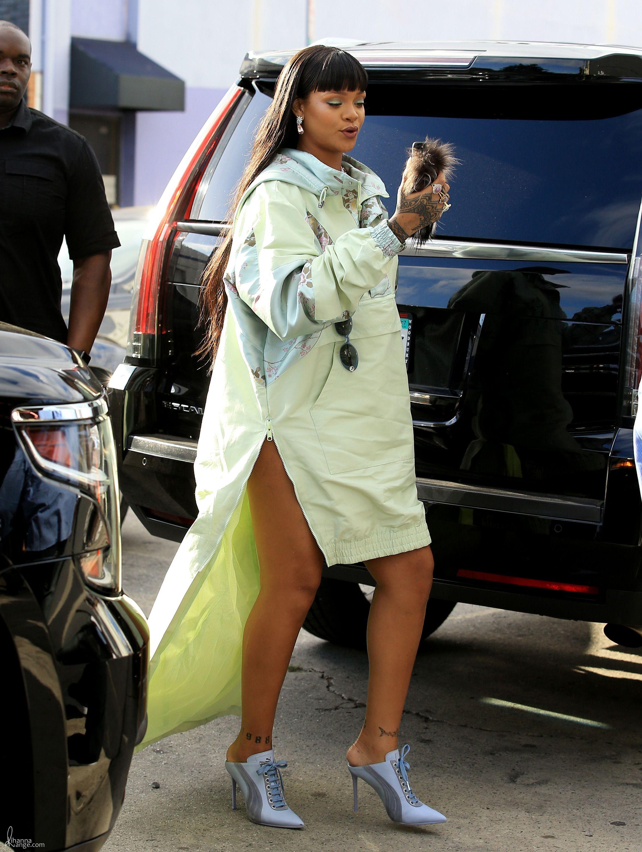 Rihanna_FENTY_Puma_Pop_Up_LA_2017_0036.jpg  Click image to close this window
