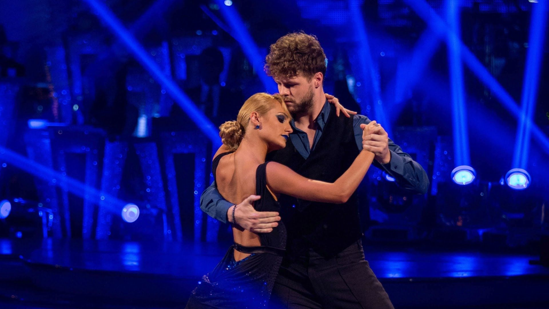 Jay Mcguiness Aliona Vilani Argentine Tango To Diferente Strictly Come Dancing 2015 Strictly Come Dancing Dance Videos Argentine Tango