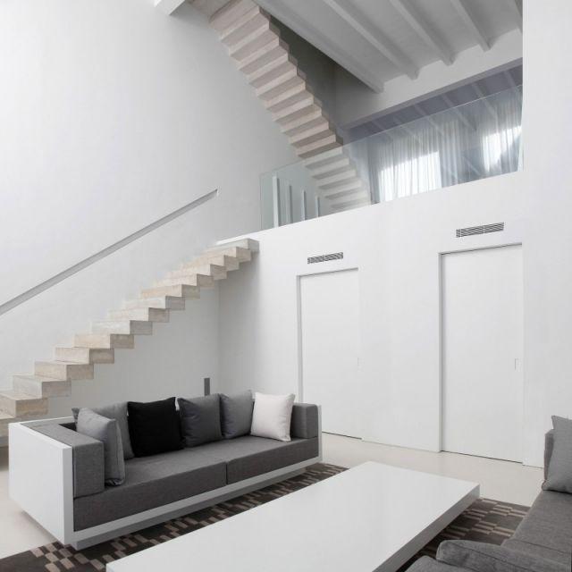 minimalistische Faltwerktreppen-Beton House weiß Wandfarbe - ideen moderne designtreppen individuellen wohnstil